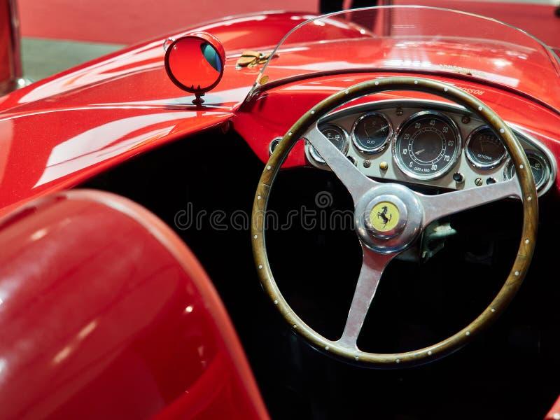 Milão, Lombardy Itália - 23 de novembro de 2018 - interior de Ferrari 750 Monza 1955 na edição 2018 de Autoclassica Milão fotos de stock