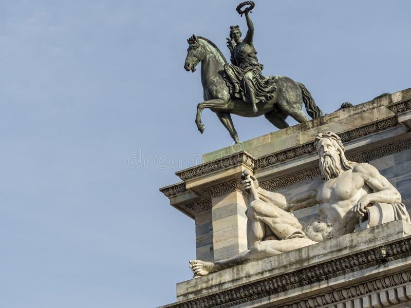 Milão: Ritmo do della de Arco imagens de stock