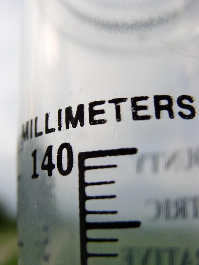 milímetros da chuva imagens de stock