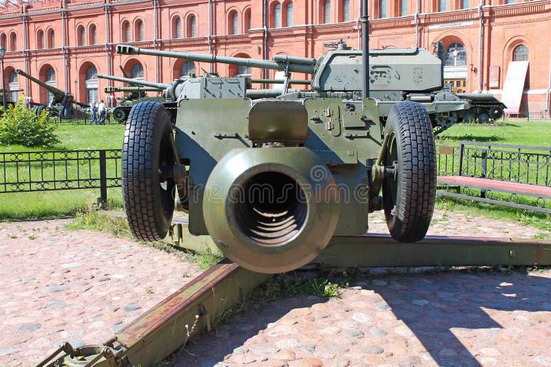 122-mil?metro obus D-30 Museu da artilharia, projetando tropas St Petersburg imagens de stock royalty free