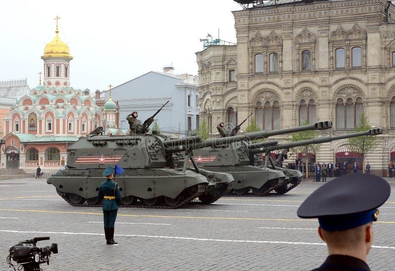 152 mil?metros automotores pesados rusos del ob?s 2S19 del ` de Msta-S del ` M1990 del ` de ` de la granja imagen de archivo libre de regalías
