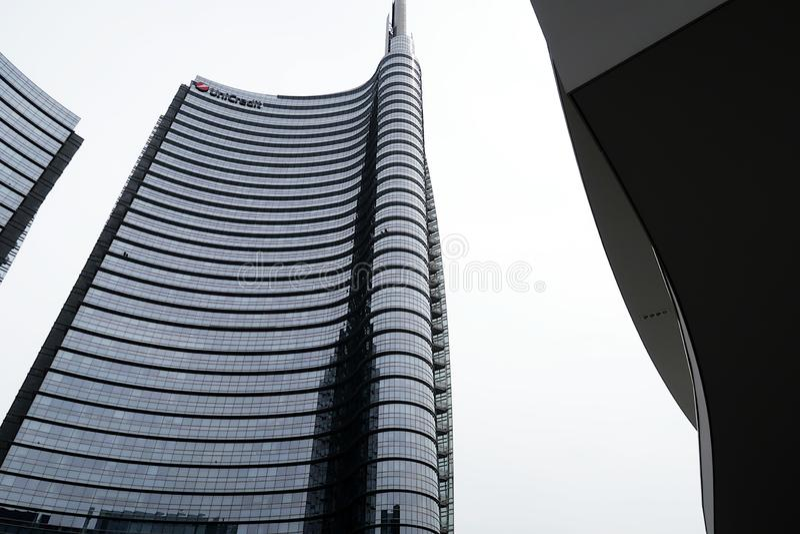 Mil?o, Lombardy, 9/6/2018 A torre de Unicredit, o arranha-c?us o mais alto em It?lia imagens de stock royalty free