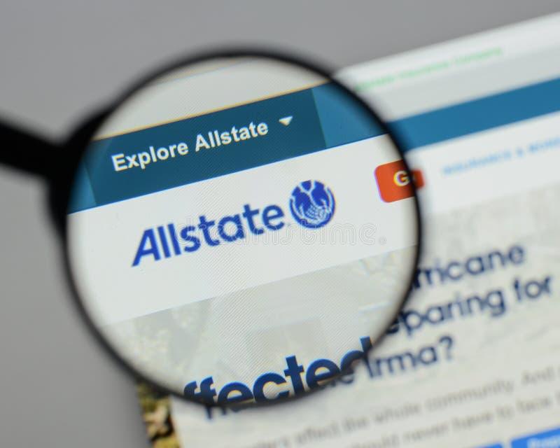 Milaan, Italië - Augustus 10, 2017: De homepage van de Allstatewebsite Het is stock foto