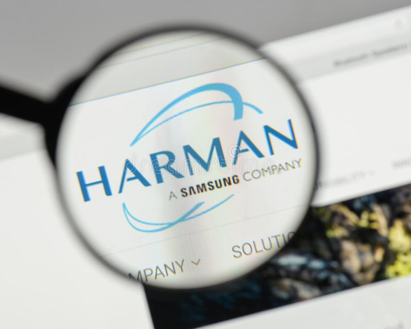 Milaan, Italië - Augustus 10, 2017: Harman International Industries stock afbeeldingen