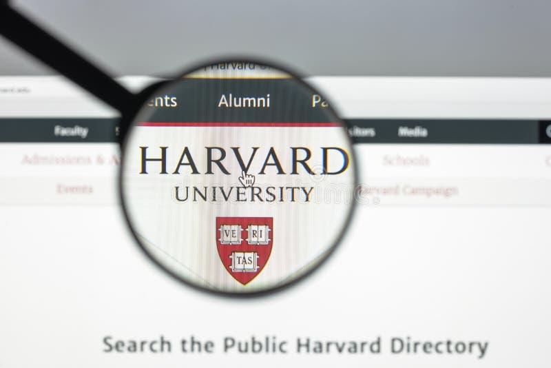 Milaan, Italië - Augustus 10, 2017: Harvard de homepage van de eduwebsite Ha royalty-vrije stock afbeeldingen