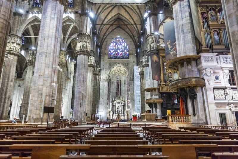 Milaan, Italië - 25 06 2018: Binnenland van de Duomo-Koepel van Di Milaan royalty-vrije stock fotografie