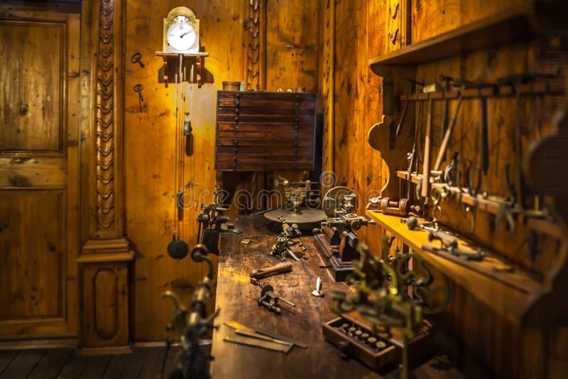 MILAAN, ITALIË - JUNI 9, 2016: horlogemakers` s workshop in Scienc royalty-vrije stock foto's