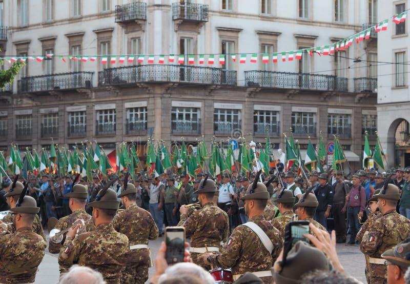 MILAAN, ITALIË, 11 Mei, 2019: Alpini die het nationale verzamelen vieren zich stock afbeeldingen
