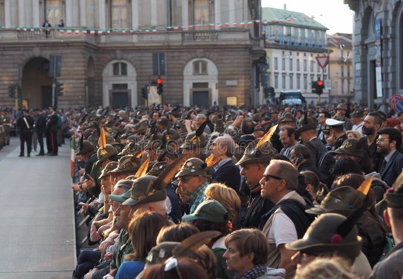 MILAAN, ITALIË, 11 Mei, 2019: Alpini die het nationale verzamelen vieren zich stock afbeelding