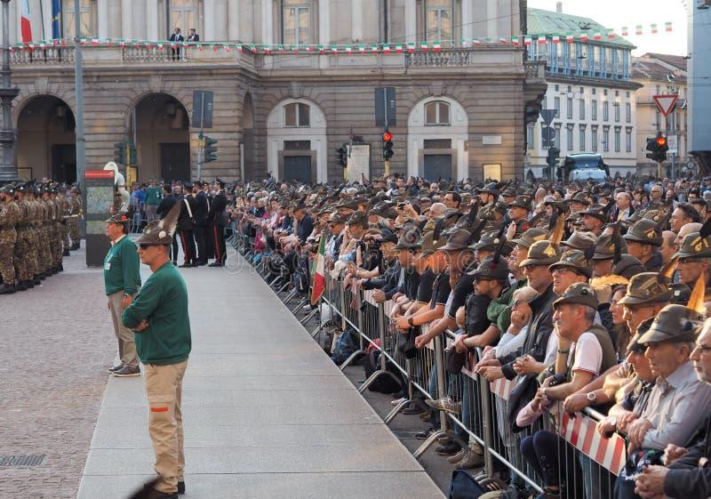 MILAAN, ITALIË, 11 Mei, 2019: Alpini die het nationale verzamelen vieren zich royalty-vrije stock fotografie