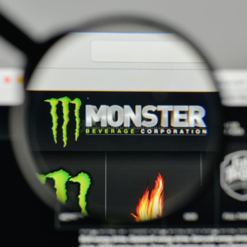 Milaan, Italië - November 1, 2017: Het embleem van de monsterdrank op wij stock afbeelding