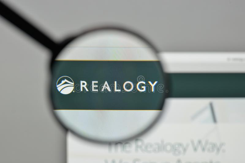 Milaan, Italië - November 1, 2017: Het embleem van Realogyholdings op wij stock afbeelding
