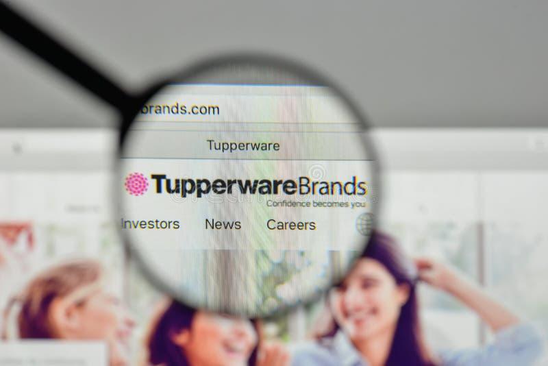 Milaan, Italië - November 1, 2017: Het embleem van Tupperwaremerken op w royalty-vrije stock afbeelding