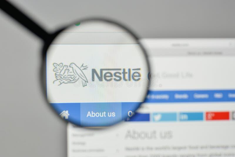 Milaan, Italië - November 1, 2017: Nestle-embleem op het websitehuis royalty-vrije stock afbeelding