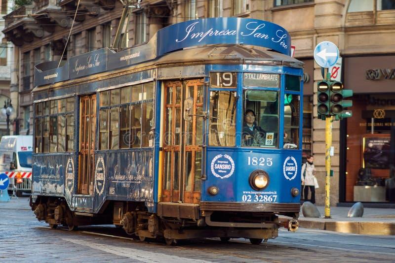 MILAAN, ITALIË - OKTOBER 9, 2017: Mooie uitstekende tram royalty-vrije stock afbeeldingen