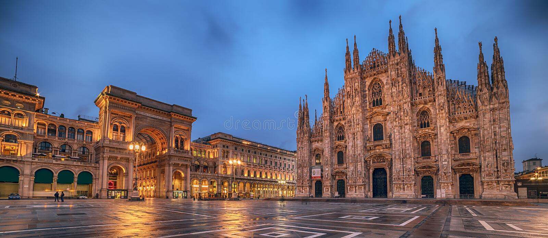 Milaan, Italië: Piazza del Duomo, Kathedraalvierkant royalty-vrije stock afbeeldingen