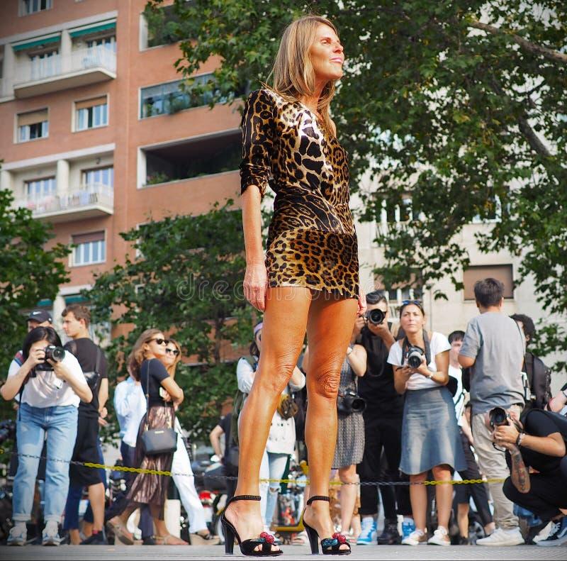 MILAAN, Italië: 19 september 2018: Anna Dello Russo in zonderlinge uitrusting stock fotografie