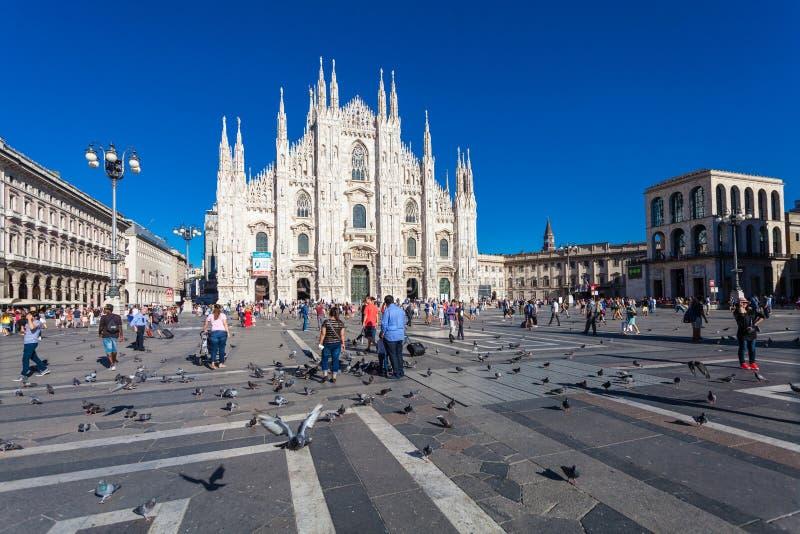 MILAAN, ITALIË - September 06, 2016: Mening over Piazza del Duomo en de Duomo-kathedraal in Milaan stock fotografie