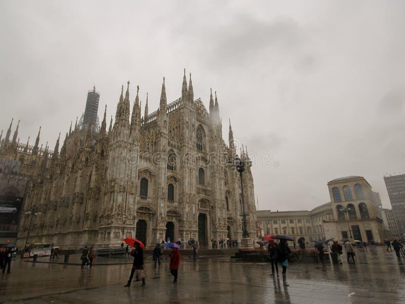 Milaan, Itali? April '2012 - Milaan in regenende dag royalty-vrije stock afbeelding
