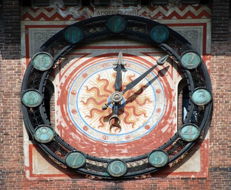 Milaan - Klok in Castello Sforzesco, Kasteel Sforza royalty-vrije stock foto