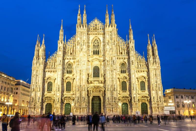 Milan Cathedral Duomo di Milano på solnedgången royaltyfria foton