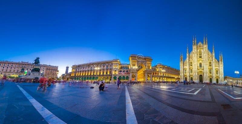 Milan Cathedral Piazza del Duomo på natten, Italien royaltyfri fotografi