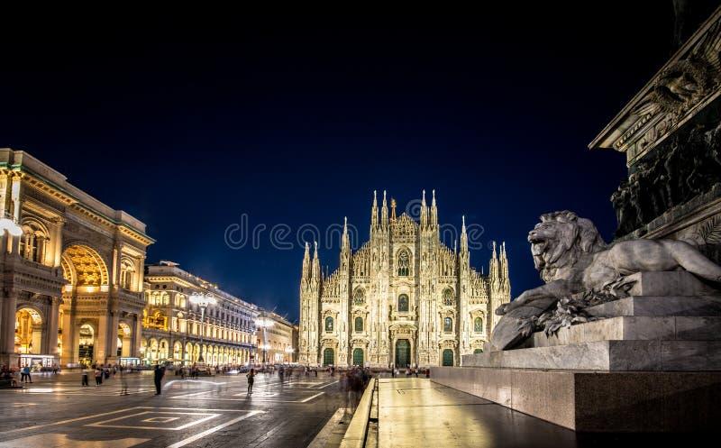 Milan Cathedral Piazza del Duomo på natten, Italien royaltyfri bild