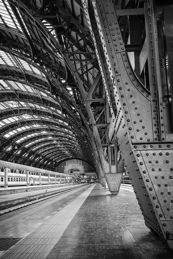 Milan Central Station - Zweiheit lizenzfreies stockbild