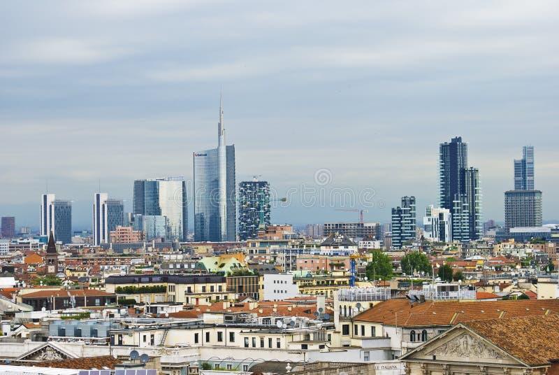 Milan cityscape från taket för domkyrka` s royaltyfria bilder