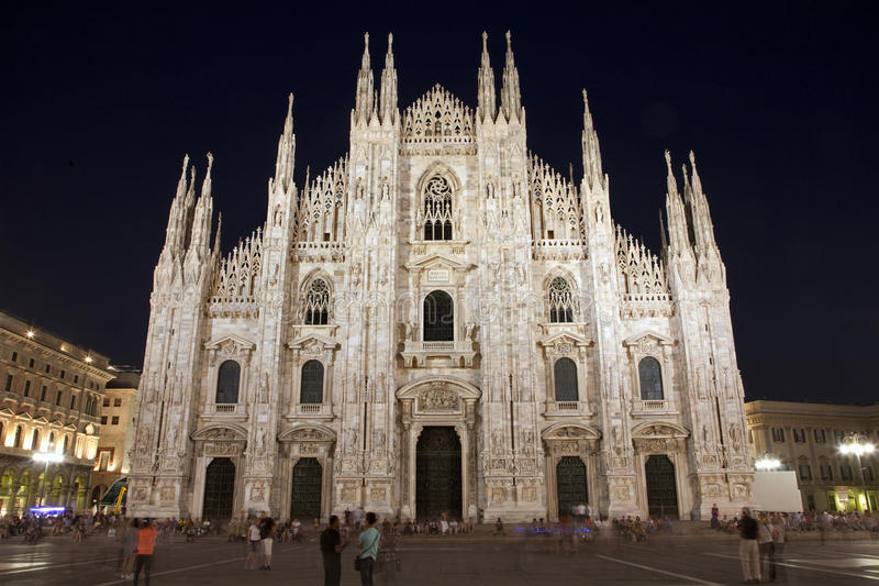 Milan - Duomo - cathédrale la nuit image stock