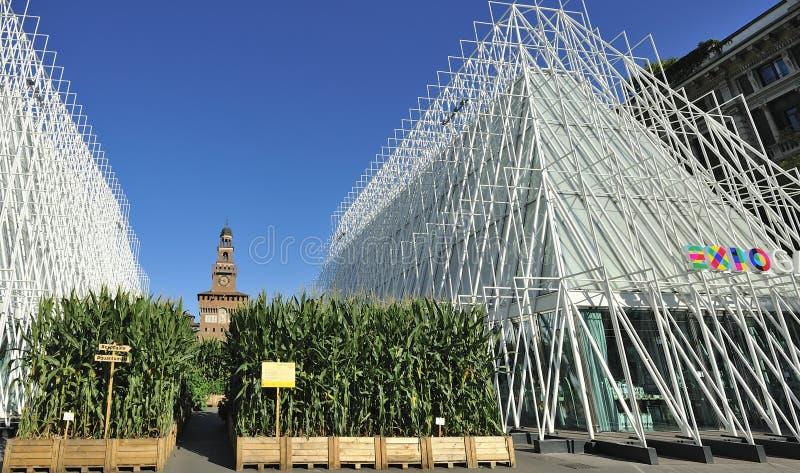 Milan Expo 2015 juste - Expogate et le château photo libre de droits