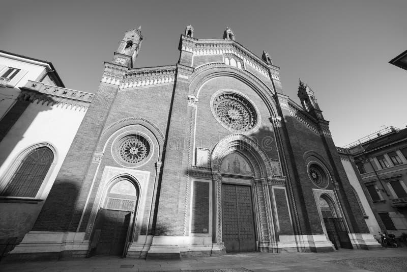 Milan : Façade d'église de carmin image libre de droits