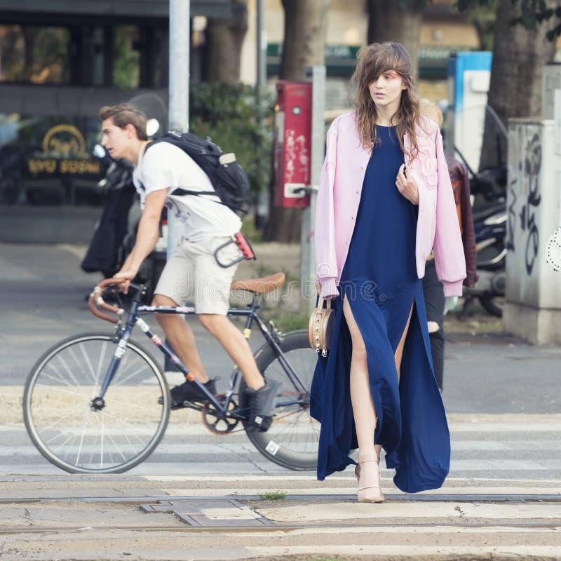 Download Milan Fashion Week 2017 foto editorial. Imagen de stylish - 100526901