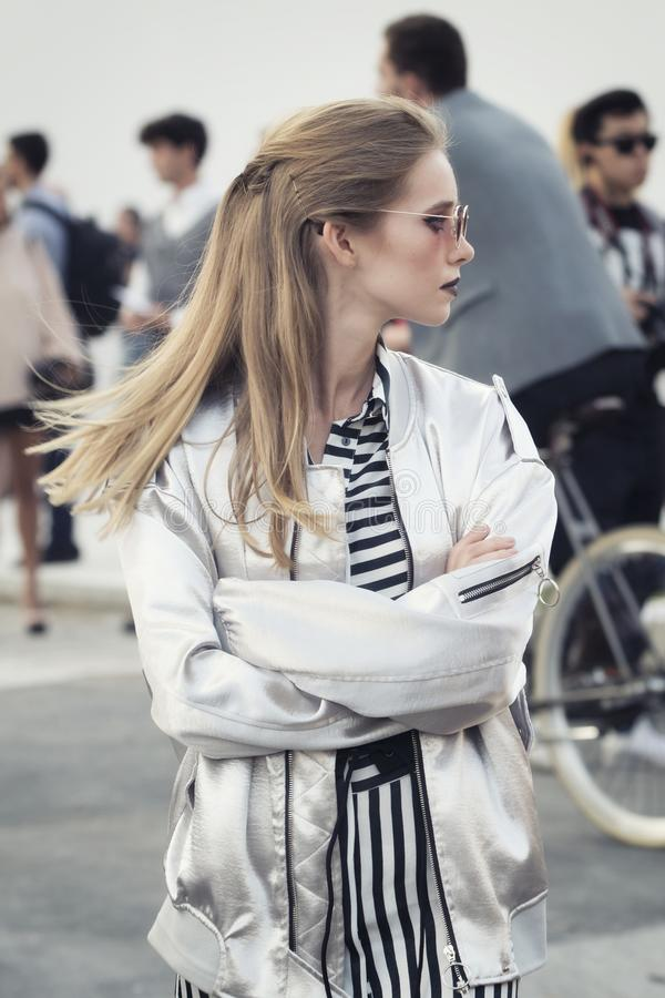 Download Milan Fashion Week 2017 imagen editorial. Imagen de elegancia - 100527170