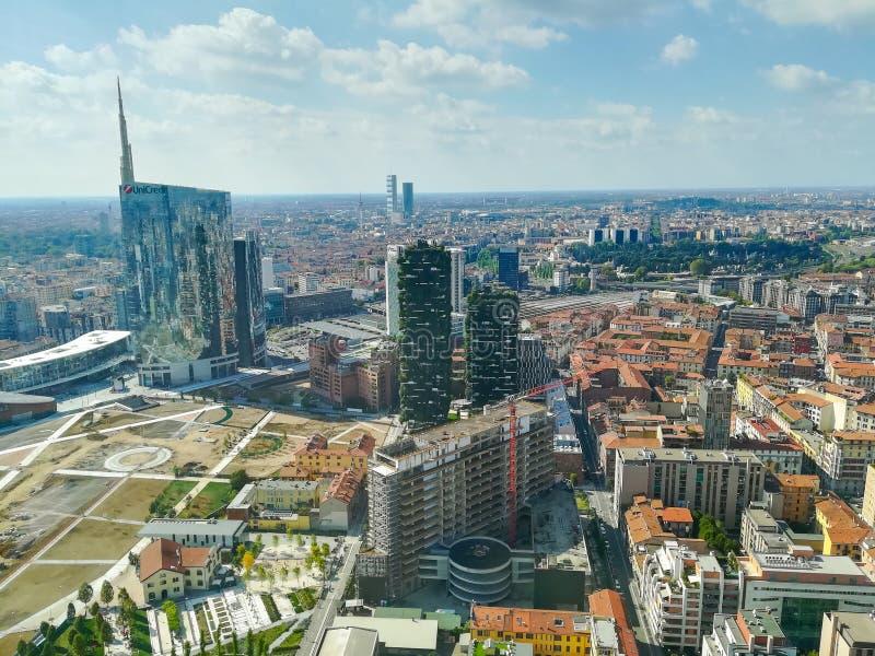 Milan flyg- sikt Milano stad, Italien royaltyfri foto