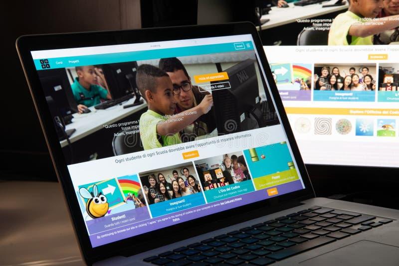 Milan, Italie - 15 août 2018 : codez la page d'accueil de site Web d'O.N.G. d'org C photo libre de droits
