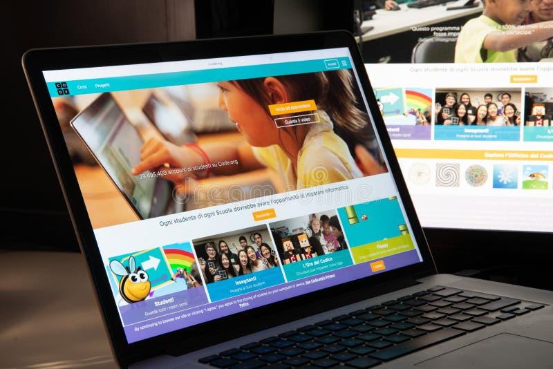 Milan, Italie - 15 août 2018 : codez la page d'accueil de site Web d'O.N.G. d'org C photos stock