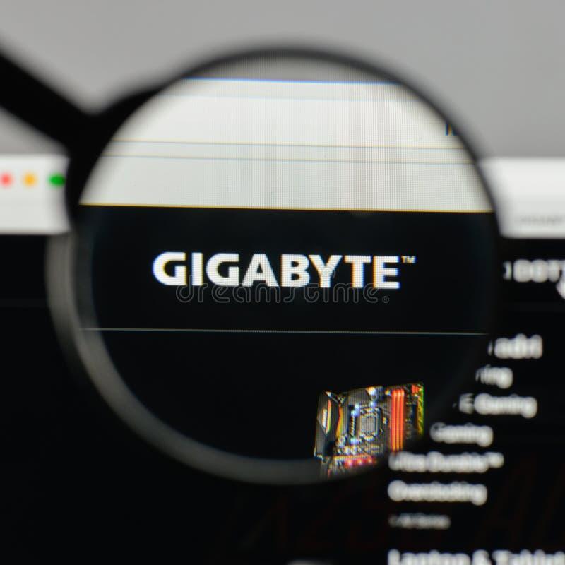 Milan, Italie - 10 août 2017 : Logo de gigaoctet sur le hom de site Web photos stock