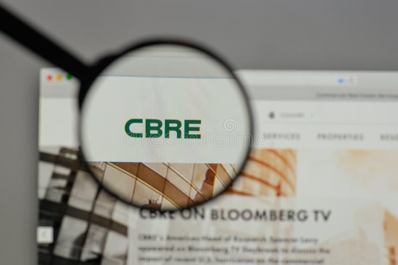 Milan, Italie - 10 août 2017 : Logo de groupe de CBRE sur le site Web h photos stock