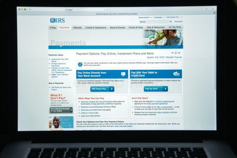 Milan, Italie - 10 août 2017 : Page d'accueil de site Web d'IRS C'est le service de revenu du gouvernement fédéral des Etats-Unis photographie stock libre de droits