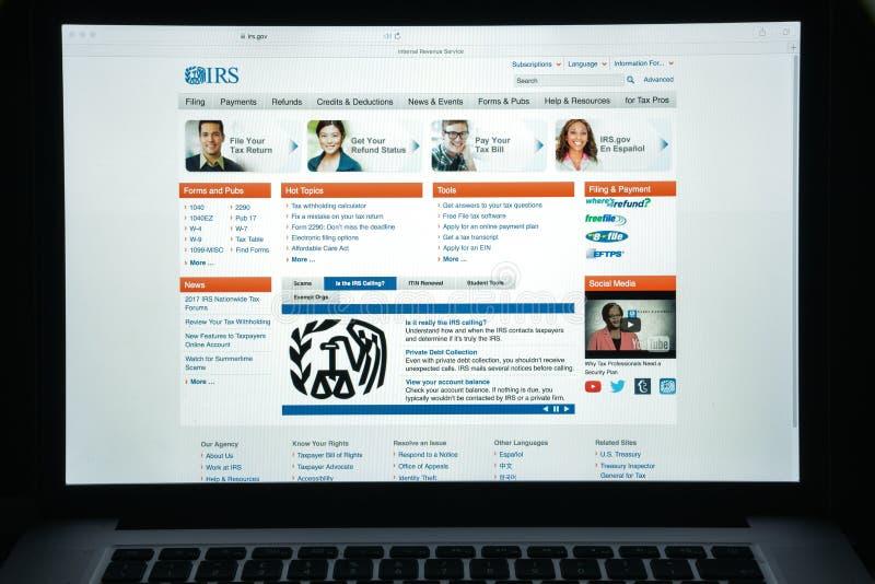 Milan, Italie - 10 août 2017 : Page d'accueil de site Web d'IRS C'est le service de revenu du gouvernement fédéral des Etats-Unis image stock