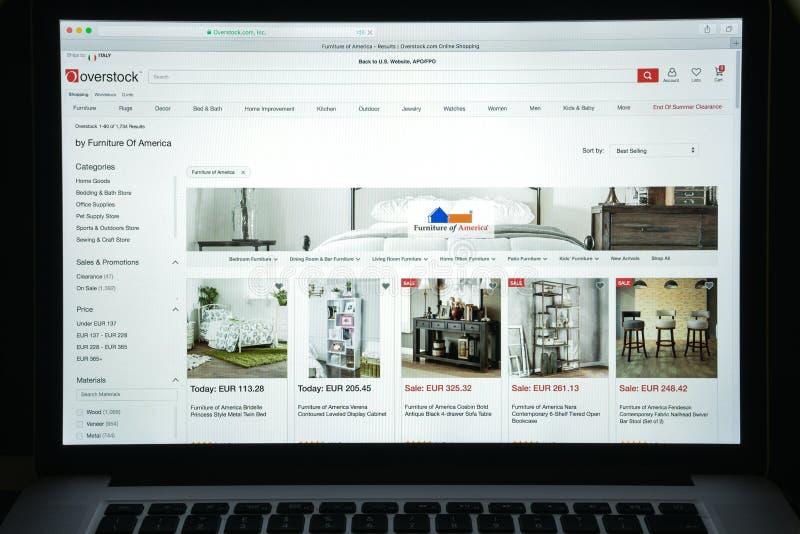 Milan, Italie - 10 août 2017 : Page d'accueil de site Web d'Overstock Il I photographie stock libre de droits