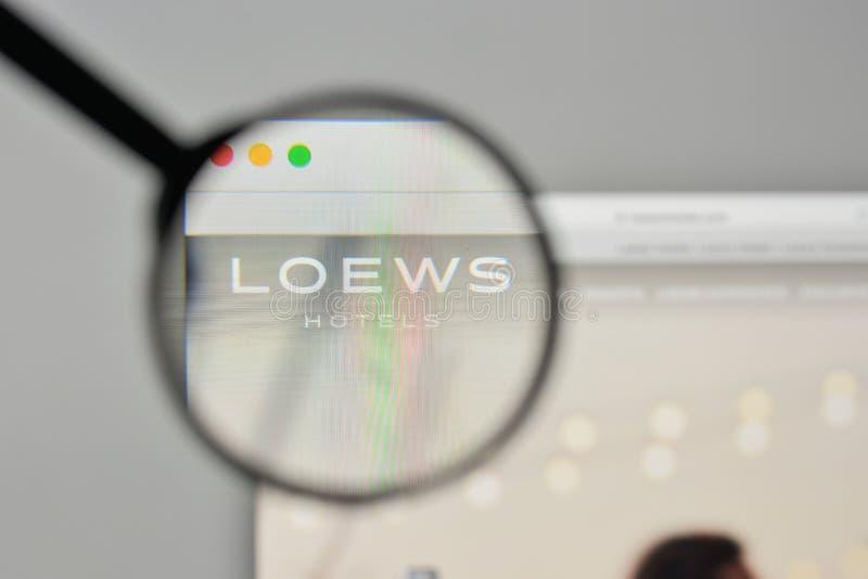 Milan, Italie - 1er novembre 2017 : Logo de Loews sur le homep de site Web photos stock