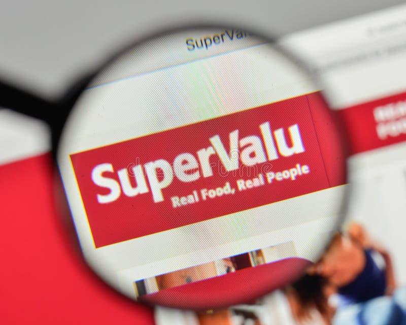 Milan, Italie - 1er novembre 2017 : Logo de Supervalu sur le site Web h image libre de droits