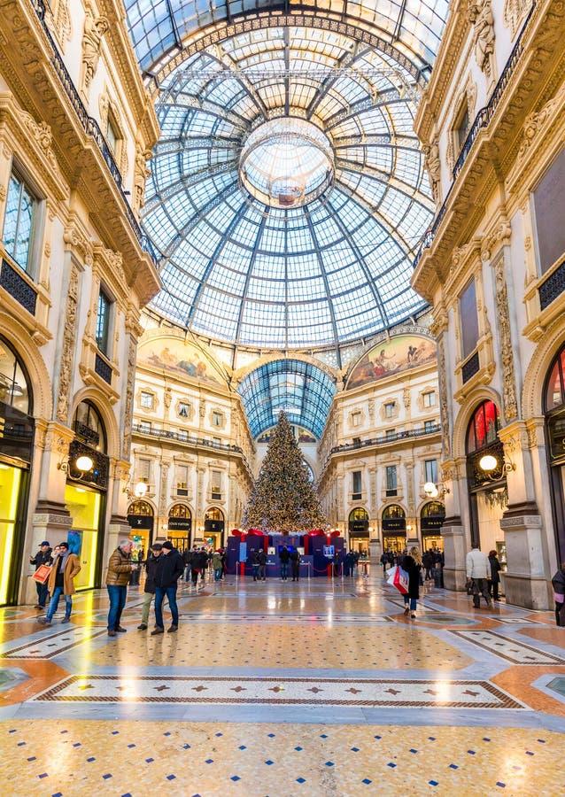 Milan, Italie le 20 décembre 2017 Duomo de place de Milan à Noël photos stock