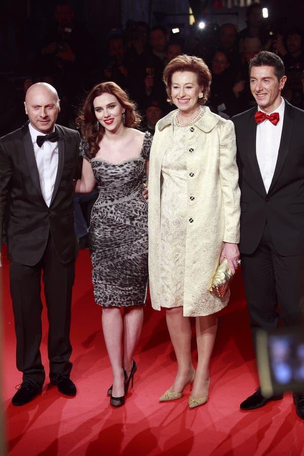 MILAN, ITALIE - 2 MARS : Domenico Dolce, Scarlett Johansson, Letizia Moratti, Stefano Gabbana assistent à la beauté extrême dans V photos stock