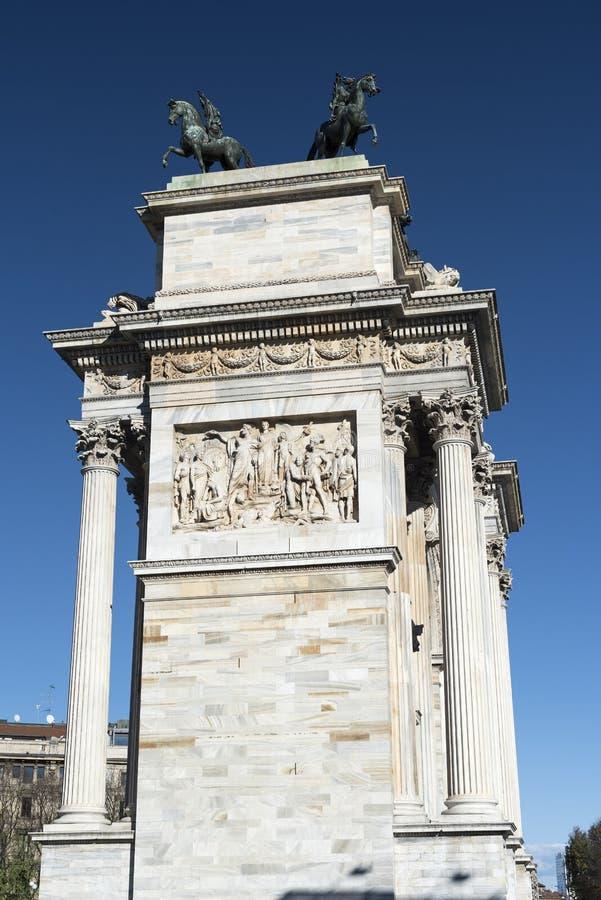 Milan (Italien): Arco dellahastighet fotografering för bildbyråer