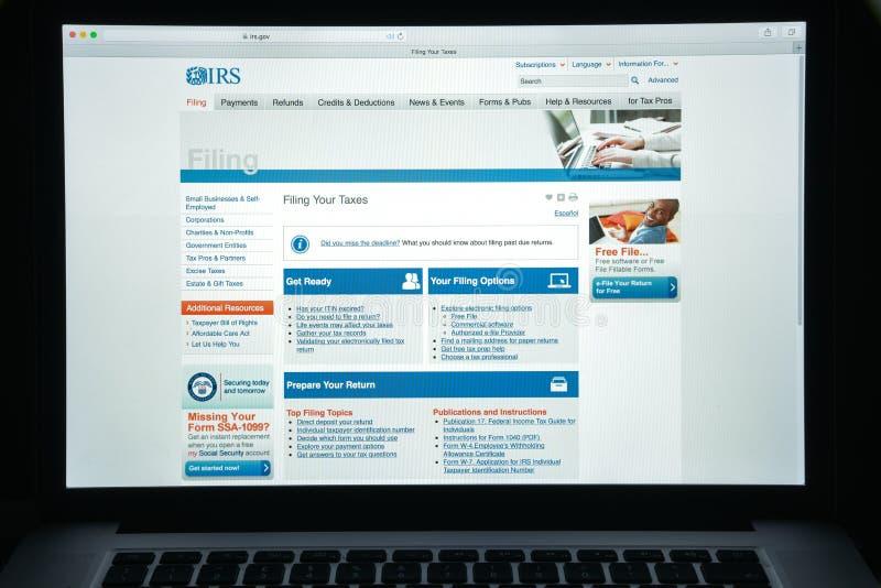 Milan Italien - Augusti 10, 2017: Irs-websitehomepage Det är intäktservicen av Förenta staternafederala regeringen Irs-logo arkivfoton