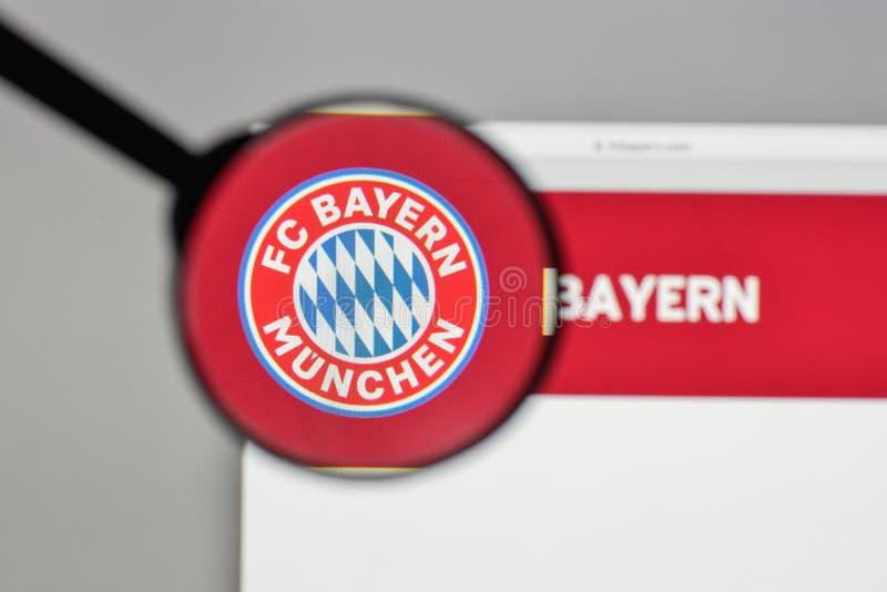 Milan Italien - Augusti 10, 2017: Logo för FC Bayern Munchen på oss arkivfoto