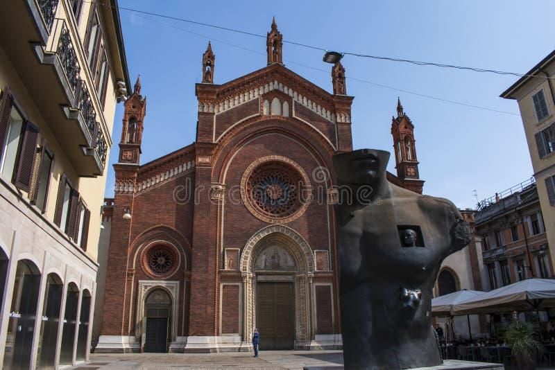 Milan Italien, Europa, Santa Maria del Carmine, kyrka, Brera, fyrkant, lopp, historisk byggnad, arkitektur, besök, berömt ställe royaltyfria bilder